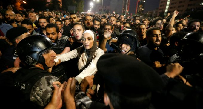 Protests in Amman, Jordan continue against IMF imposed taxes