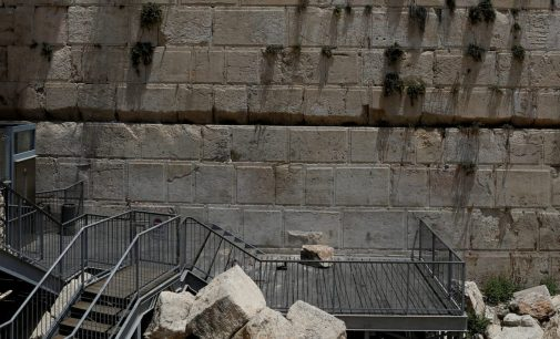 Western Wall May Shed Stones but Will Stand for Thousands of Years, Archaeologists Reassure