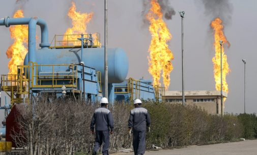 A large number of protests threaten to 'paralyze' oil production in Basra, Iraq